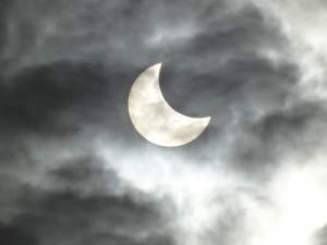 日食の観察は専用のアイテムを使おう!3月9日は4年ぶり部分日食です