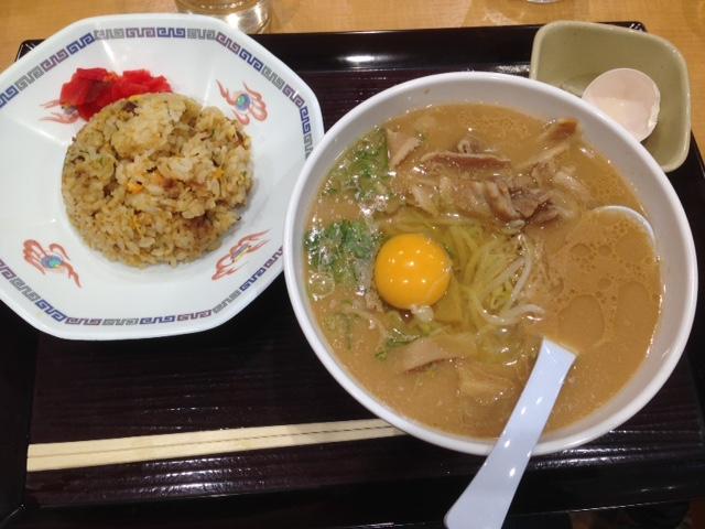 徳島道上板サービスエリアで徳島ラーメンを食べました