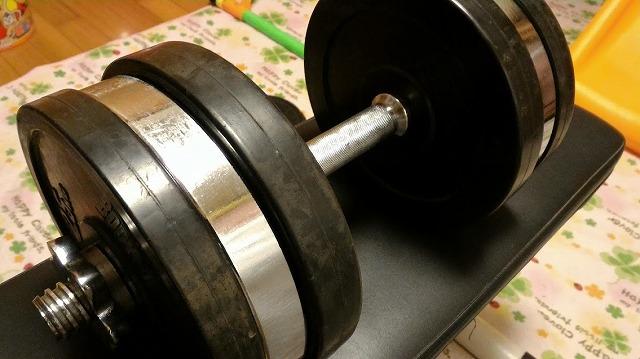 太い腕と厚い胸板を目指す!胸板は背中、腕は上腕三頭筋を意識して鍛えよう!